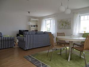 Ein Sitzbereich in der Unterkunft Ferienwohnung Immengarten
