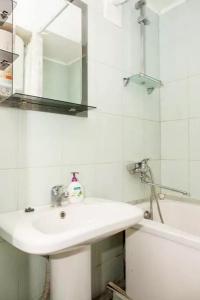 A bathroom at Apartment on Sobornyi Avenue