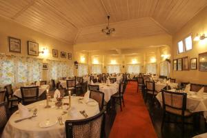 A restaurant or other place to eat at Windamere Hotel