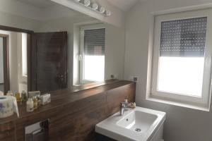 Łazienka w obiekcie Apartamenty Nad Potoczkiem