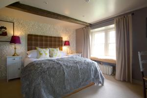 A bed or beds in a room at Pear Tree Inn Whitley