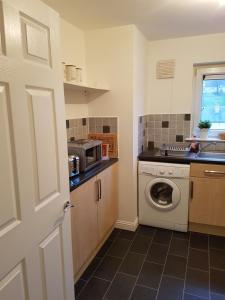 A kitchen or kitchenette at Bathgate Contractor and Business Apartment