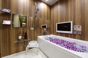 A bathroom at Hotel Bali An Resort Shinsaibashi (Adult Only)