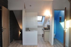 A kitchen or kitchenette at Appartement12.com