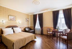 A bed or beds in a room at Gogol Hotel