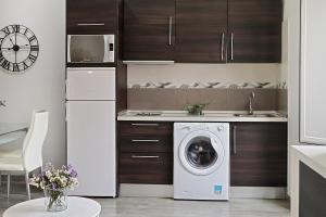 A kitchen or kitchenette at iloftmalaga Apartamentos Calle Larios