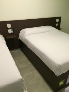 A bed or beds in a room at Mr. Hostel Business Lodge