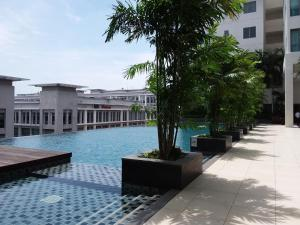 The swimming pool at or close to Comfort Loft City Centre @ IMAGO Shopping Mall