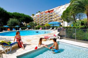 The swimming pool at or close to Residence Residéal Antibes
