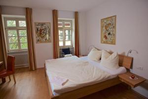 Ein Bett oder Betten in einem Zimmer der Unterkunft Hotel & Café Ritter von Böhl
