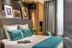 Hotel Ducs de Bourgogneにあるベッド