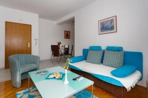 A seating area at Meri Apartment