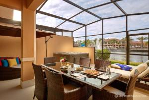 A restaurant or other place to eat at CLC Regal Oaks Resort Vacation Townhomes