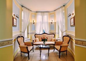 A seating area at Villa Royal