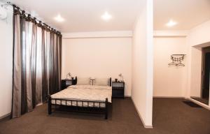 Кровать или кровати в номере гостиница Меридиан