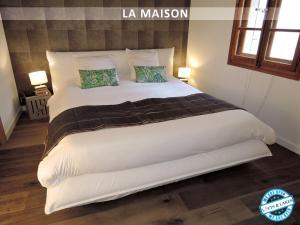 Кровать или кровати в номере Lofts and Lakes
