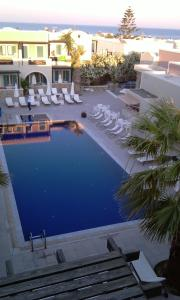 A view of the pool at Rose Bay Hotel or nearby