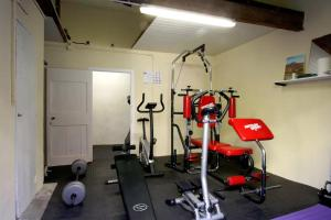 The fitness center and/or fitness facilities at Maison de maître à BRAM # Jacuzzi