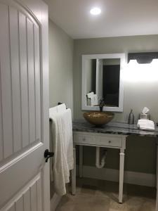 A bathroom at Liguria Lane Cottage