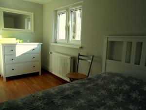 A bed or beds in a room at Apartament u Sikorek