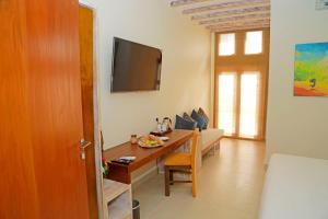 A television and/or entertainment centre at Cloud 9 Boutique Hotel