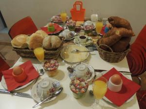 Breakfast options available to guests at B&B Casa Dodo