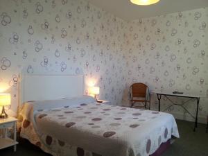 A bed or beds in a room at Hôtel La Résidence