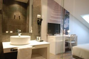 A bathroom at Hotel Andia