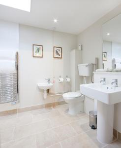A bathroom at The Talbot Hotel