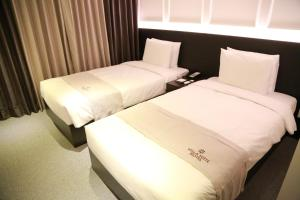 A bed or beds in a room at Vella Suite Hotel