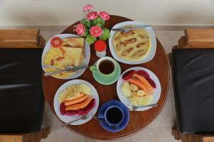 Breakfast options available to guests at Sadru House
