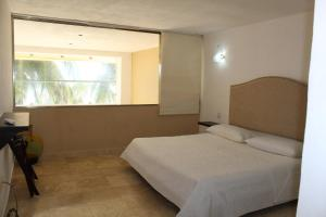 A bed or beds in a room at Koox La Mar Condhotel
