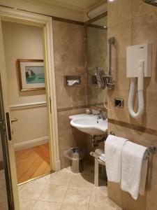 A bathroom at Suites Torre Dell'Orologio