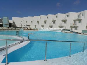 Het zwembad bij of vlak bij HD Beach Resort