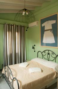 A bed or beds in a room at Porta Di Marina