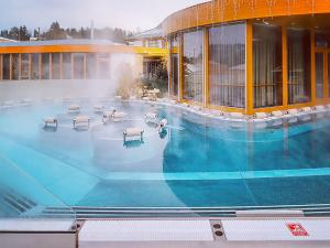 Bazén v ubytování Maximus Resort nebo v jeho okolí