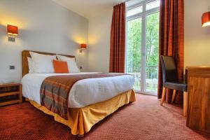 Un ou plusieurs lits dans un hébergement de l'établissement Logis le Manoir de Sauvegrain