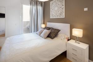 A bed or beds in a room at INMálaga Salinas