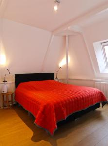 A bed or beds in a room at Loft 6 kingsize apartment 2-4persons with great kitchen