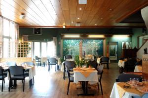 Restaurant ou autre lieu de restauration dans l'établissement Hôtel Le Tulipier