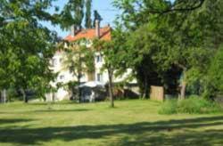 Ein Garten an der Unterkunft Fliegerhorst