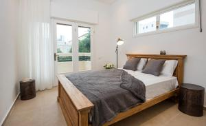 A bed or beds in a room at Reines5 TLV