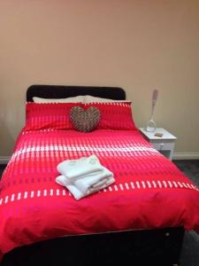 A bed or beds in a room at Airport Tavern Accommodation