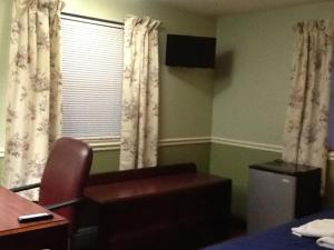 A television and/or entertainment center at Brookside House Lodging