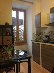A cozinha ou cozinha compacta de Maison Vaticana