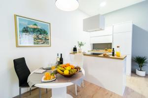 A kitchen or kitchenette at Polai Center Apartments
