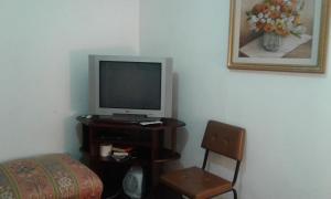 Uma TV ou centro de entretenimento em Casa Vintage