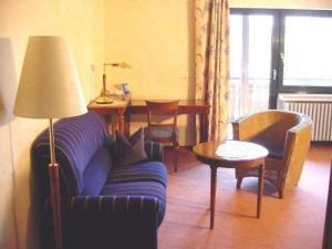 Ein Sitzbereich in der Unterkunft Flair Hotel Tannenhof
