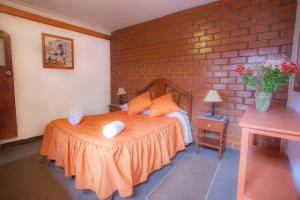 A bed or beds in a room at Alojamiento Soledad