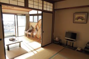 Télévision ou salle de divertissement dans l'établissement Fukumakan